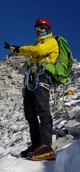 Equipamiento ascenion picos Nepal